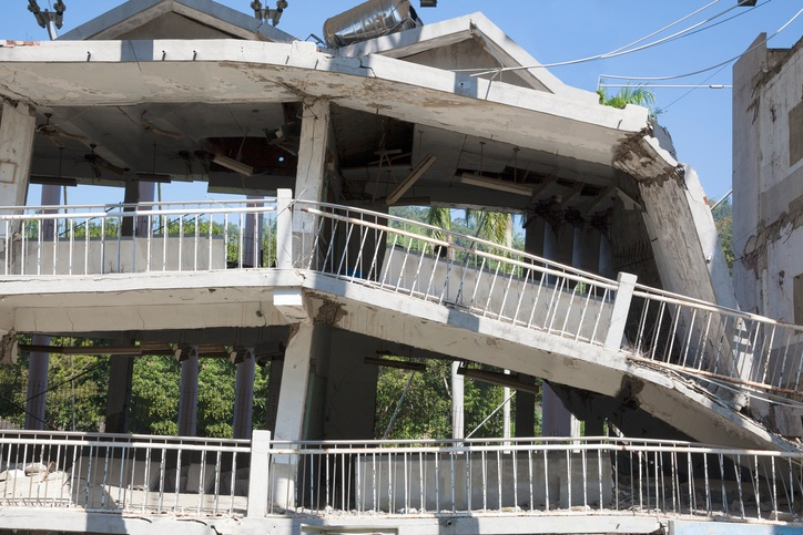Building destroyed by an earthquake.jpg